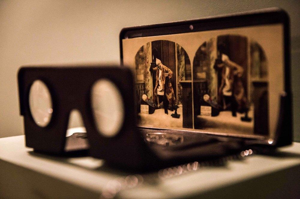 stereoscope-in-the-fallen-woman