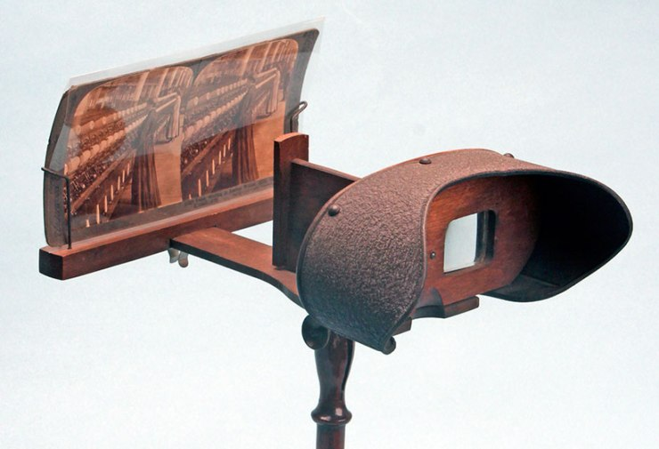 stereoscope-on-pedastal-stand