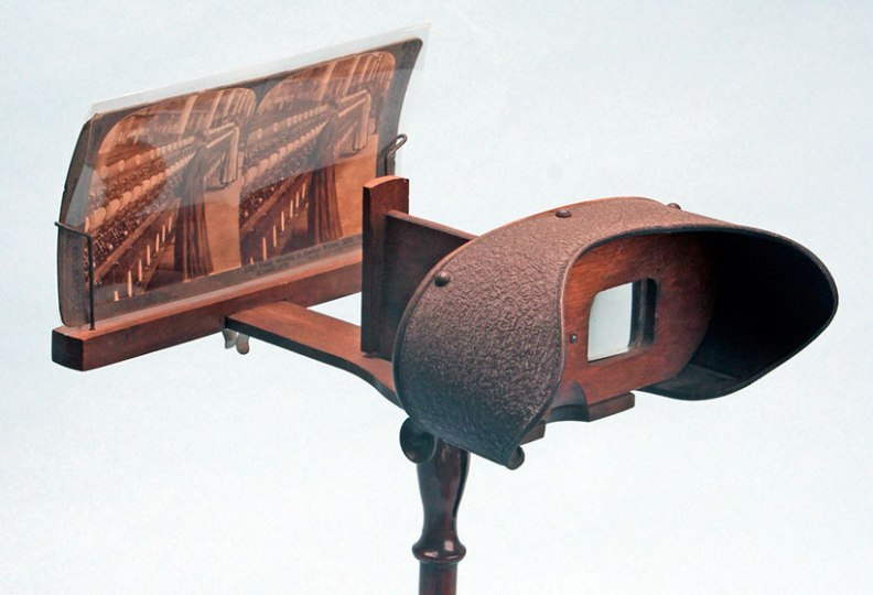 stereoscope-on-pedastal-stand